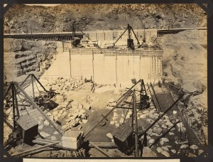Elephant Butte Dam site: foundation of dam in bed of river, third section in foreground under construction, looking west, 1914 Feb. 27, courtesy Library of Congress